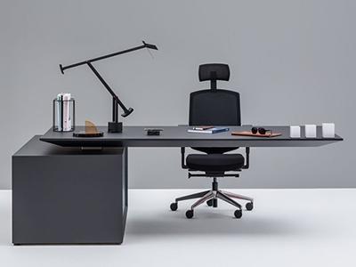 Dymitr Malcew Gravity Desk: €12.200.