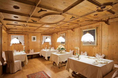 Italy 39 s top 300 best high end gourmet michelin starred for Mobili tirolesi trento