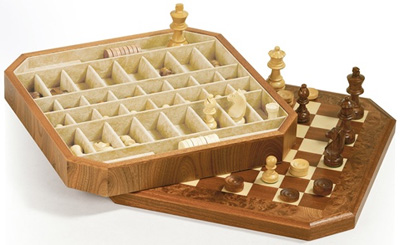 Agresti Briar Chess Set: US$795.