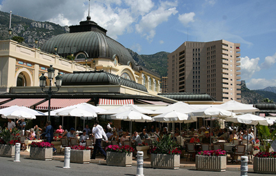Café de Paris, Place du Casino with the apartment building Le Mirabeau in the background.