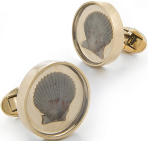 Daria de Koning Large Shell Cufflinks: US$3,800.