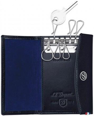 S.T. Dupont Line D key holder, 6 keys: €160.