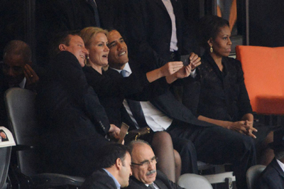 David Cameron and Barack Obama pose for selfie with Danish PM Helle Thorning-Schmidt.