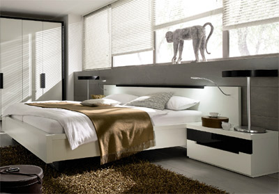 Hülsta Ceposi Bed White lacquer, oak anthracite, black leather.