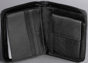 Kenneth Cole Rio Leather Zip Around Men's Wallet: US$52.