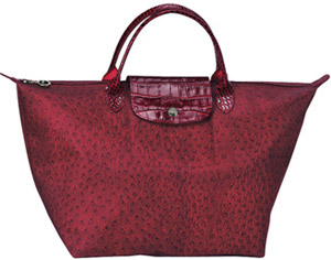 Longchamp Le Pliage Handbag: US$185.