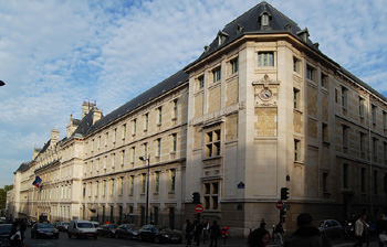 Lycée Louis-le-Grand, 123 rue Saint-Jacques, 75005 Paris.
