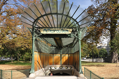 Hector Guimard: Metro station entrance (édicule Guimard) Porte Dauphine, Paris 16th arrondissement, France.