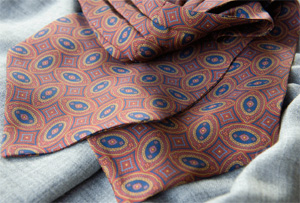 Passagio Cravatte 7-folds silk tie.