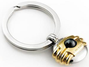 Schroeder Key ring 'Pas de Deux' in solid gilt silver with a hematite ball.