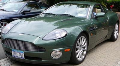 Aston Martin Vanquish V12 (2001-2005).