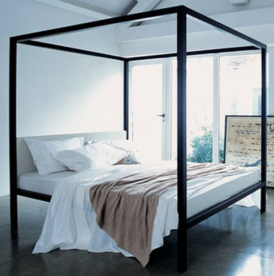 Zanotta Milleunanotte Four-poster bed with canopy.