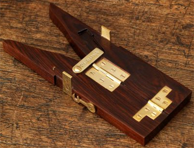 Purdey Hinged Boot Jack Rosewood/Brass With Case: £160.