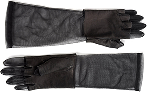 Maison Martin Margiela women's gloves: €105.