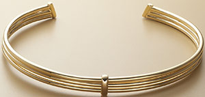 Trademark women's Ribbed choker with oval-shaped binding: US$218.