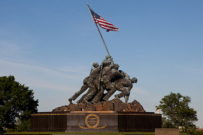 United States Marine Corps War Memorial (Iwo Jima Memorial) (unveiled: November 10, 1954) by Felix de Weldon (1907-2003).