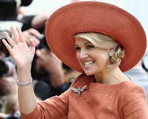Queen Máxima of The Netherlands wearing a Fabienne Delvigne hat.