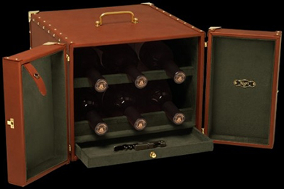 Luis Negri portable small leather wine storage.
