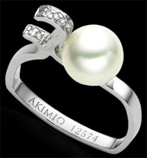 Akimio 14K white gold ring with diamonds and pearl: US$5,090.