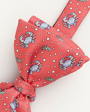 Vineyard Vines Crab Bow Tie: US$55.