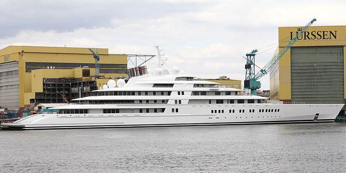 Azzam - the world's largest yacht: 590 ft / 180 m / £400 mio.