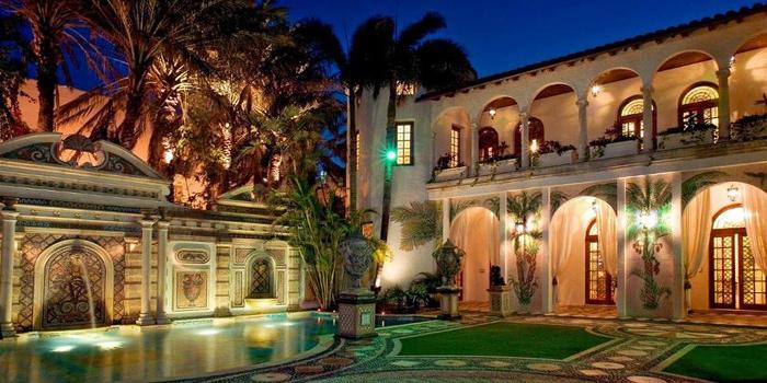 Casa Casuarina, 1116 Ocean Drive, Miami Beach, FL 33139, U.S.A.
