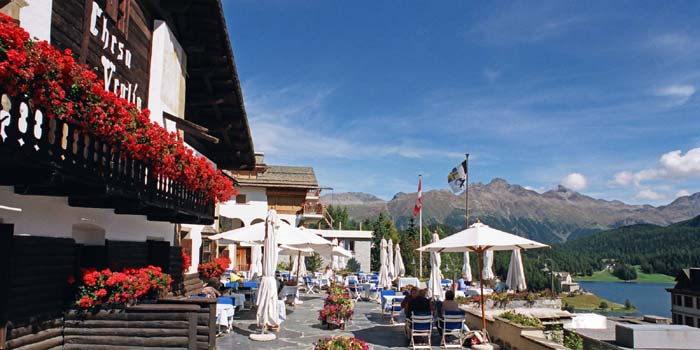 Restaurants and bars at Chesa Veglia: Patrizier Stuben, Pizzeria Heuboden, Grill Chadafö, Bar Carigiet & Polo Bar.
