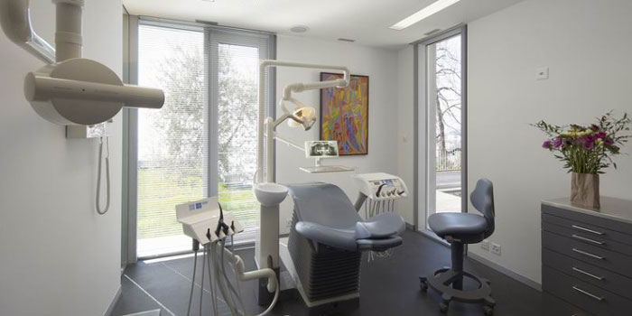 Laclinic Cosmetic Dentistry, Avenue de Collonge 43, 1820 Montreux-Territet, Switzerland.