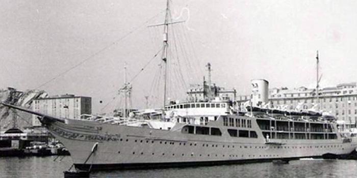 El Horriya - the world's seventh largest yacht: 478 ft / 145 m.
