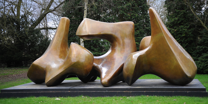 Henry Moore, three piece sculpture vertebrae (1968-1969).