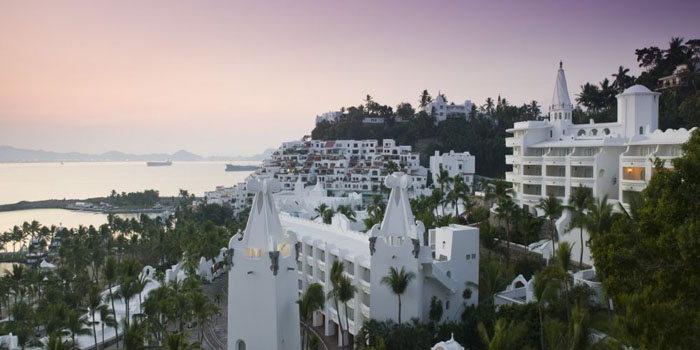 Las Hadas Resort, Av. Vista Hermosa s/n,, Fracc. Península de Santiago, Manzanillo, Colima, Mexico.