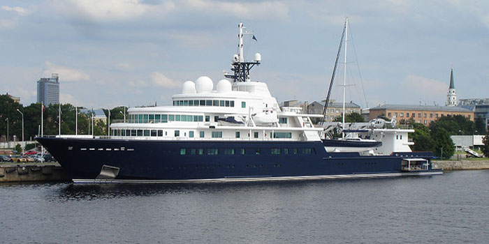 Le Grand Bleu - the world's 22nd largest yacht: 370 ft / 113 m.