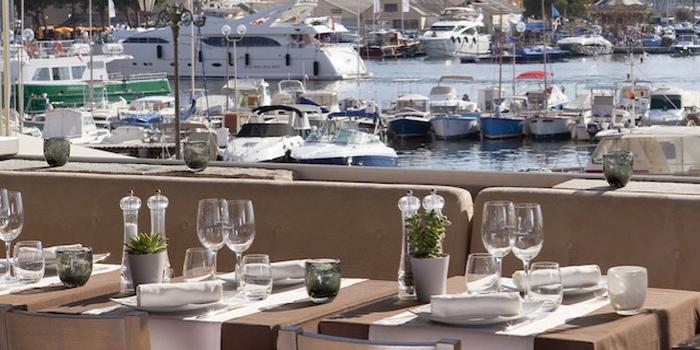 Restaurant Leï Mouscardins, 1 Rue du Portalet, 83990 Saint-Tropez, France.