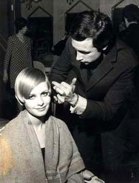 Twiggy having her hair cut by Leonard of Mayfair (also known as Leonard Lewis) at No 6 Upper Grosvenor Street, London W1, U.K.