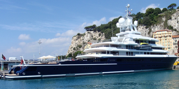 Luna - the world's 20th largest yacht: 380 ft / 116 m.