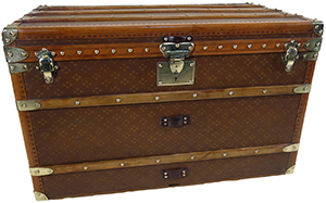 Aux Etats Unis 1920s, Monogram Steamer Trunk or Malle Monogram Courrier: €4,800.