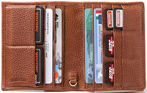 Barber Shop - Pixie is a leather organizer to carry your credit and memory cards: €99.