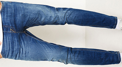 Zara men's slim fit mid-blue carrot jeans. Zip and button fastening.
