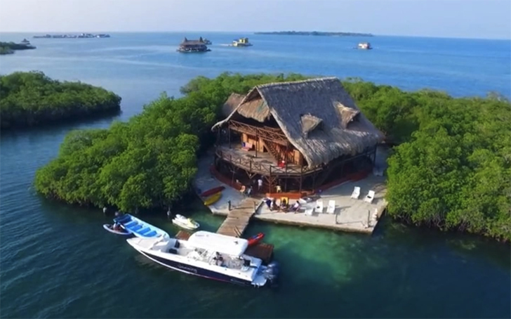 Airbnb - private island in Cartagena Coral Reef Sanctuary, Cartagena, Bolívar, Colombia.