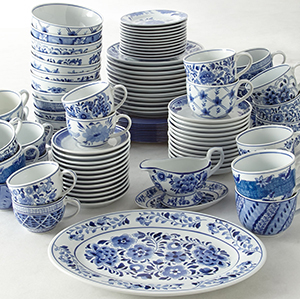 Horchow Pace 12 Traditional Blue & White Dinner Plates: US$98.90.