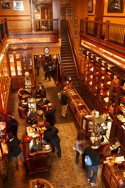 Inside the Nat Sherman Townhouse. Photograph by Bigbuzzwiki, CC BY-SA 3.0.
