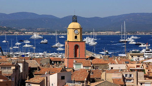 Click on the photo to check out our complete INSIDER'S GUIDE TO SAINT-TROPEZ's best bars, beaches, cafés, events, hotels, media, museums, nightclubs, nightlife & restaurants.
