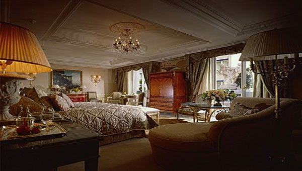 Hotel George V's Royal Suite, 31 Avenue George V, 75008 Paris, France. Price: US$15.000 per night.